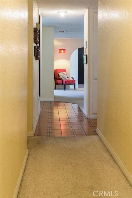 5535 N Riverside Avenue, Rialto CA: http://media.crmls.org/medias/e78c14f6-aa86-40f5-bb78-7dfdf601f2ff.jpg