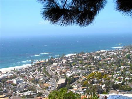 1265 Skyline Drive, Laguna Beach CA: http://media.crmls.org/medias/e7ba6086-5955-4040-b242-46397f8302be.jpg