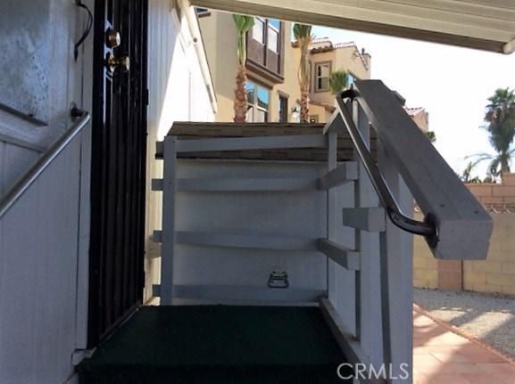 432 S Harbor Boulevard, Santa Ana CA: http://media.crmls.org/medias/e7ca098a-ebaa-4b4d-aa7d-9fce956fc9da.jpg
