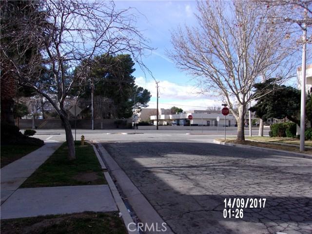 Condominio por un Venta en 1354 W Avenue J4 Lancaster, California 93534 Estados Unidos