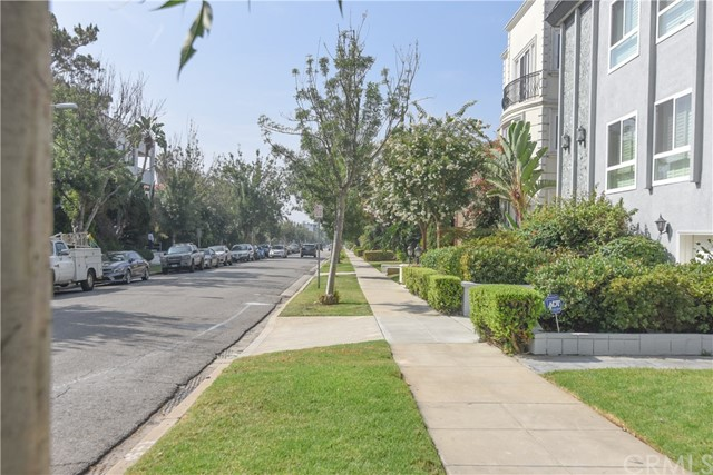121 S Elm Drive, Beverly Hills CA: http://media.crmls.org/medias/e7d9e5d0-f77b-4f4a-90b6-c9d023a8b2fd.jpg