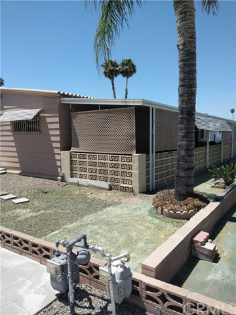 1375 El Cerrito Drive, Hemet CA: http://media.crmls.org/medias/e806c8a6-1297-4613-a07c-9154441ea5ab.jpg