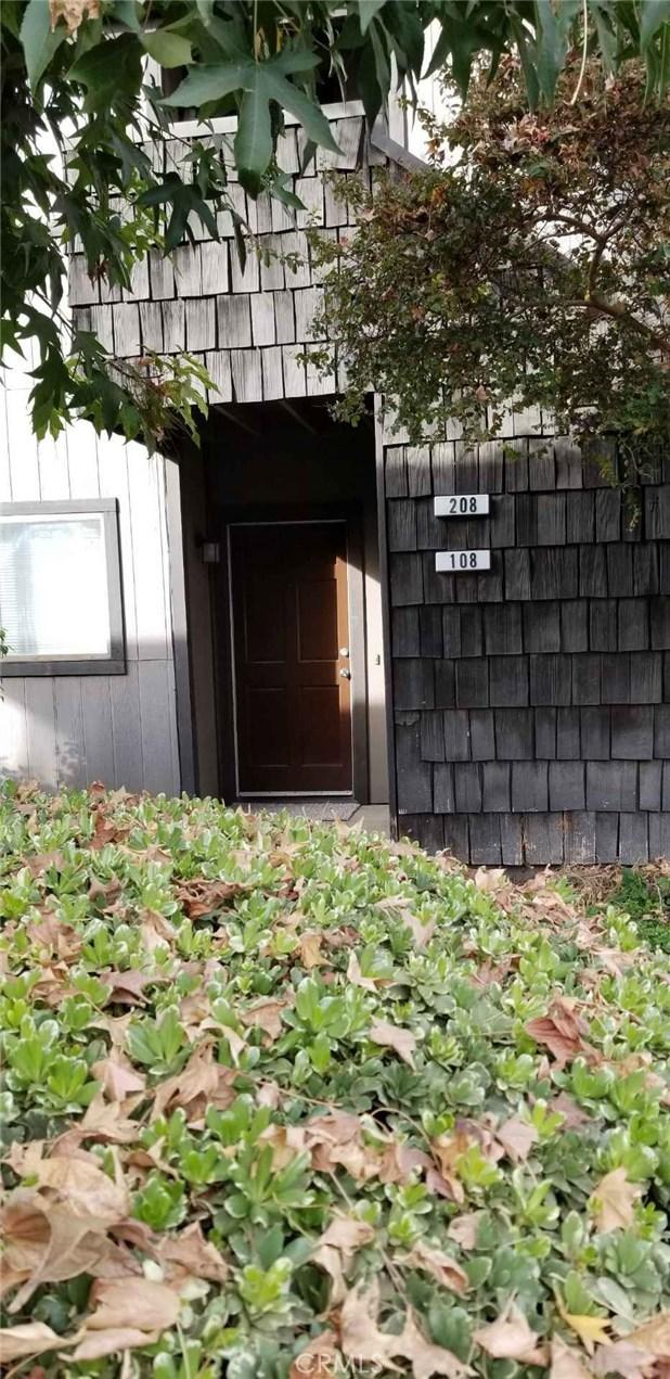 1151 S Chestnut Avenue, Fresno CA: http://media.crmls.org/medias/e806ef68-fcb5-441c-b333-f6ed10afd438.jpg