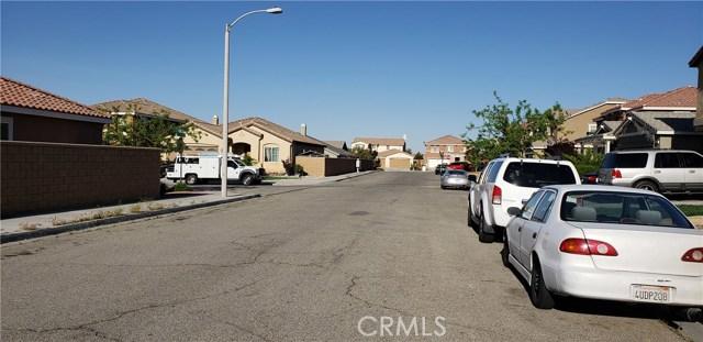 13223 La Crescenta Avenue, Oak Hills CA: http://media.crmls.org/medias/e811888c-958d-46cd-84fb-ad3f589c65cb.jpg