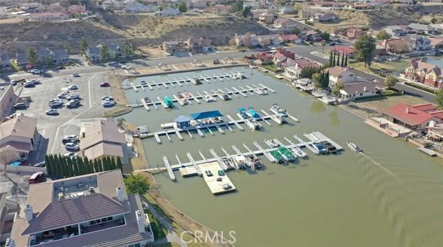 13330 Palos Grande Drive, Victorville CA: http://media.crmls.org/medias/e8140bfe-db88-4555-98eb-67421ba7850f.jpg