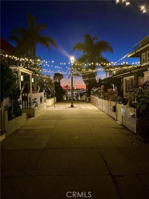 322 31st, Hermosa Beach CA: http://media.crmls.org/medias/e819bafe-2265-48bf-93cd-9d927093583f.jpg