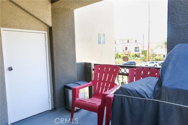 410 Lake Street, Huntington Beach CA: http://media.crmls.org/medias/e827bf23-d848-4389-9351-e293bef5dc99.jpg