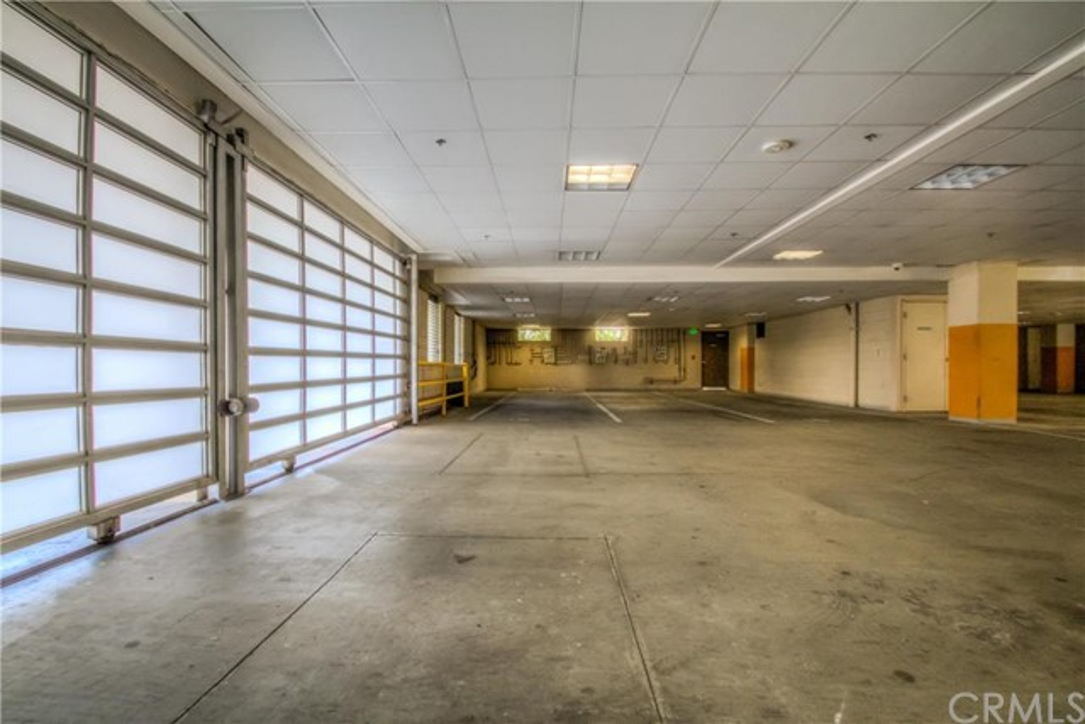 702 S SERRANO Avenue, Los Angeles CA: http://media.crmls.org/medias/e82cede7-4075-4b5b-9515-2b35fd270fc3.jpg