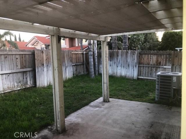 15373 Lantern Lane, Fontana CA: http://media.crmls.org/medias/e83dec65-3c99-4827-a318-b47848a309b3.jpg