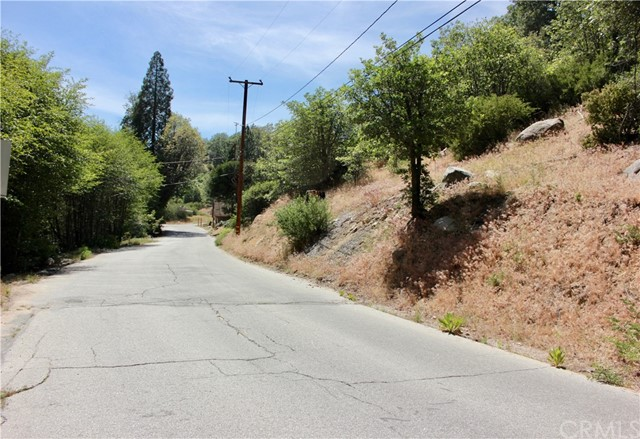 29969 Hook Creek Road, Cedar Glen CA: http://media.crmls.org/medias/e84373b0-64ad-4585-8585-55728ce95e3f.jpg