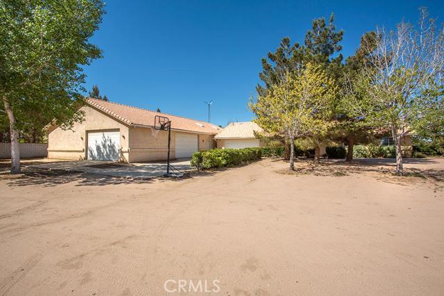 6988 Bandicoot Oak Hills CA  92344