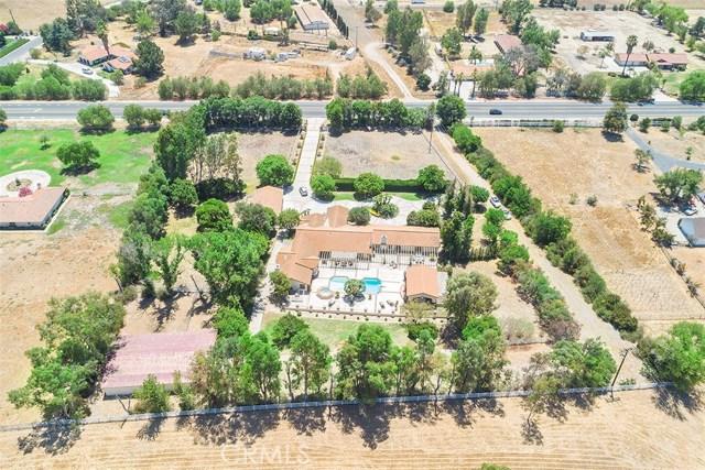 30260 Ynez Road, Temecula CA: http://media.crmls.org/medias/e84e247a-4ff4-48d9-bb54-2d7e22c43d99.jpg