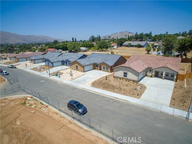 24928 Metric Drive, Moreno Valley CA: http://media.crmls.org/medias/e850db76-8449-4b64-a964-ab662a6d19b7.jpg