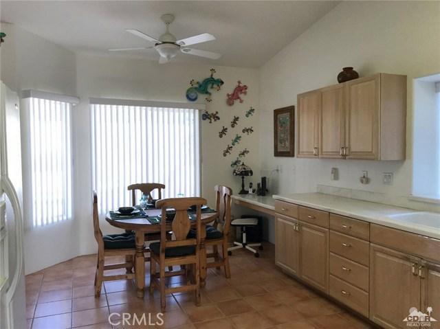 40620 Glenwood Lane, Palm Desert CA: http://media.crmls.org/medias/e852e494-5920-4f9d-9058-5113e3711024.jpg