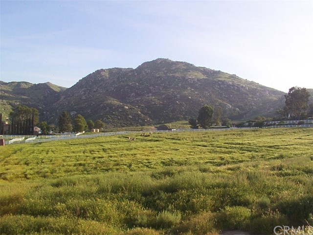 9229 Box Springs Mountain Road, Moreno Valley CA: http://media.crmls.org/medias/e8685649-46fa-4323-a92e-ff16a86f41b8.jpg