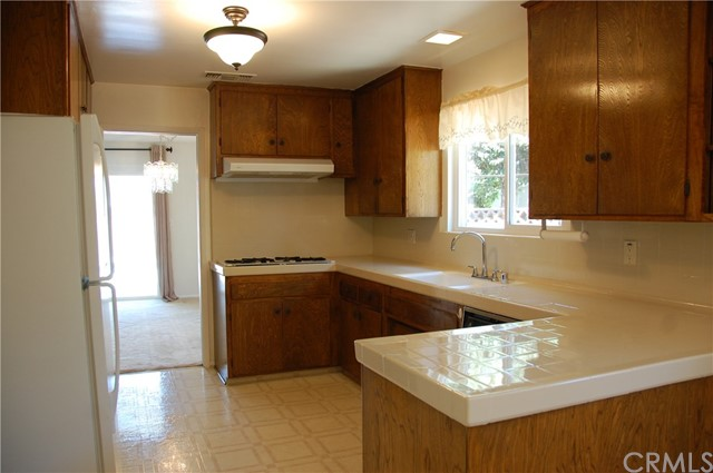 6621 Whitman Avenue, Lake Balboa CA: http://media.crmls.org/medias/e87c8874-1440-421e-bd10-6db9c305767e.jpg