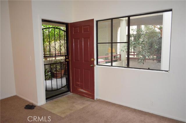 730 W 4th Street, Long Beach CA: http://media.crmls.org/medias/e8c3738b-daf3-4d9f-8a4d-73f10a4d130c.jpg