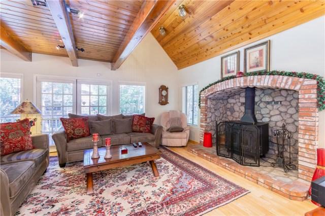 396 Birchwood Drive, Lake Arrowhead CA: http://media.crmls.org/medias/e8c3cb68-4a04-4f48-ac34-f051a4465138.jpg