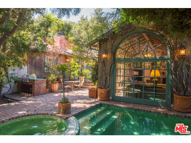 Single Family Home for Sale at 3556 Mound View Avenue 3556 Mound View Avenue Studio City, California 91604 United States