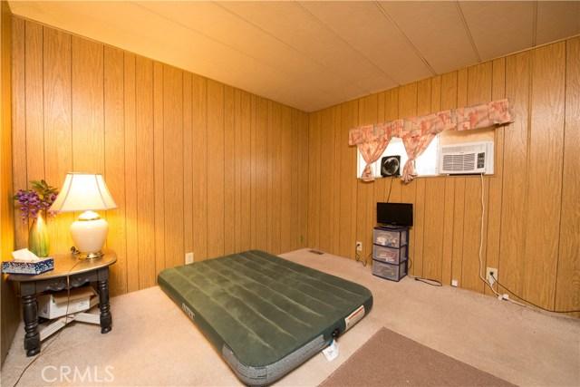 725 W Thornton Avenue, Hemet CA: http://media.crmls.org/medias/e8cebcfb-6871-4f76-830a-df72bd8a9ecb.jpg