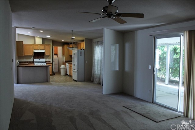 73450 Country Club Drive, Palm Desert CA: http://media.crmls.org/medias/e8d893a9-2e2f-4be3-bee6-da4a252a840a.jpg