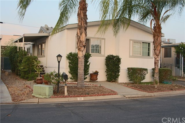 1560 Massachusetts Avenue Unit 32 Riverside, CA 92507 - MLS #: OC18182510