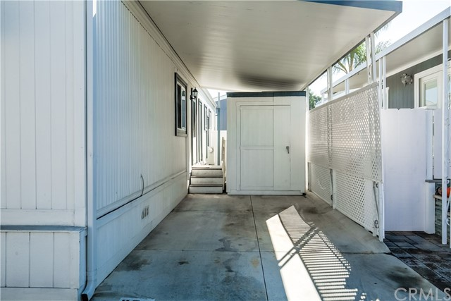 279 Cambridge Way, Newport Beach CA: http://media.crmls.org/medias/e9114499-b2f5-4d63-8325-7db6025b9b0a.jpg