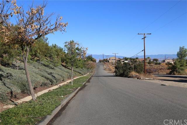 1709 Galloway Lane, Corona CA: http://media.crmls.org/medias/e9128dc6-76cf-4799-aa35-5ab3a9ee82b1.jpg