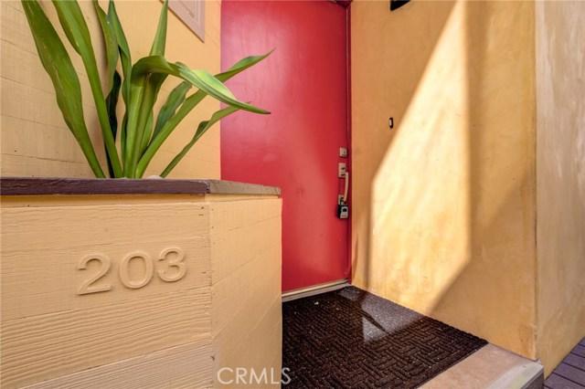 203 38th Street, Manhattan Beach CA: http://media.crmls.org/medias/e9234faf-5ecd-428d-9531-715095bdb866.jpg