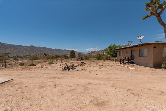 63449 Rocking Chair Road, Joshua Tree CA: http://media.crmls.org/medias/e930ebf1-f8f8-4df8-b89b-09ce7a130466.jpg