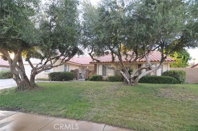 76820 Castle Court, Palm Desert CA: http://media.crmls.org/medias/e955a1a5-40e6-470e-848c-24b31c5fa2eb.jpg
