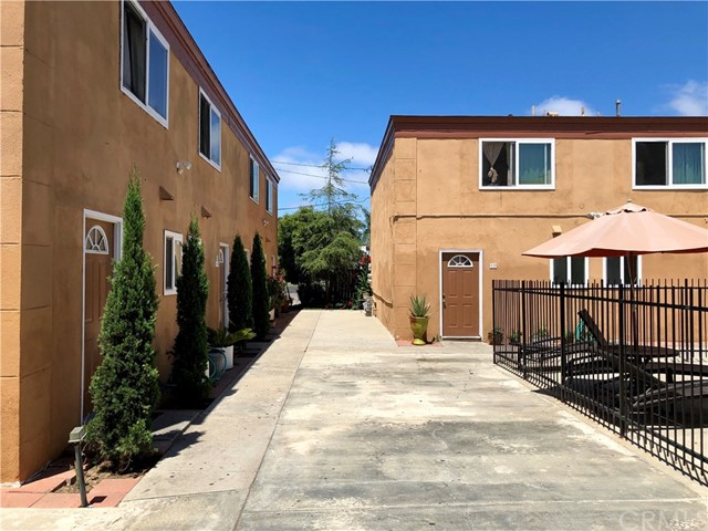735 Joann Street, Costa Mesa CA: http://media.crmls.org/medias/e96bfb99-e0ca-4e8d-8801-6cee8b3f3c4d.jpg