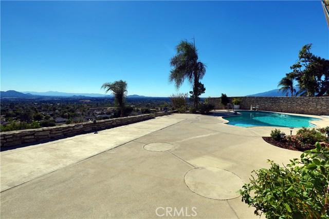 2351 Willow Drive, San Bernardino CA: http://media.crmls.org/medias/e9725c24-8d2a-4a9a-836f-23c8be1c79a5.jpg