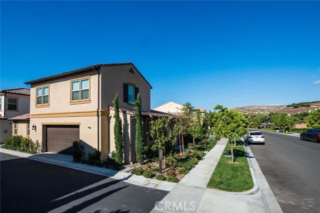 206 Desert Bloom, Irvine CA: http://media.crmls.org/medias/e979808e-d631-4cb8-8157-620b681ef6c2.jpg