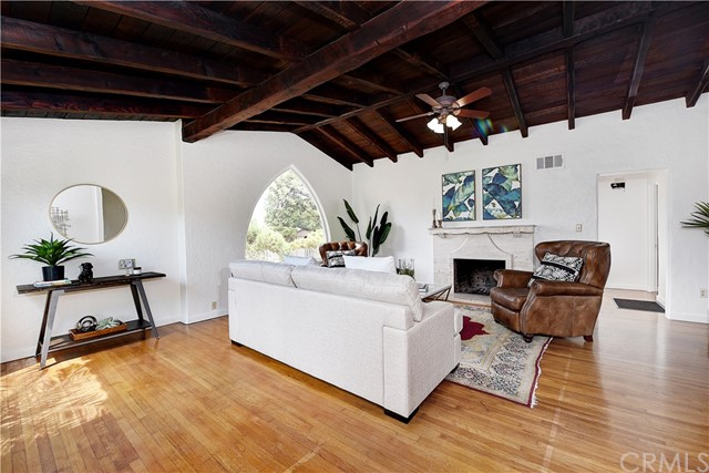 222 W Mariposa, San Clemente CA: http://media.crmls.org/medias/e9ac5cbf-a151-46f3-a71c-64ceeaf25864.jpg