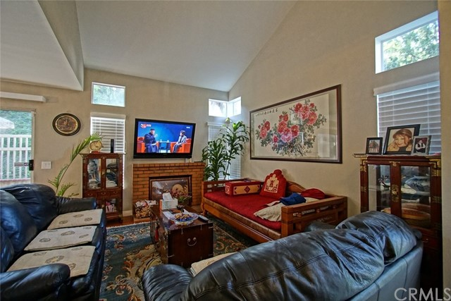13204 Setting Sun Court, Chino Hills CA: http://media.crmls.org/medias/e9d39410-0410-41ff-b1bb-4567f906bc10.jpg