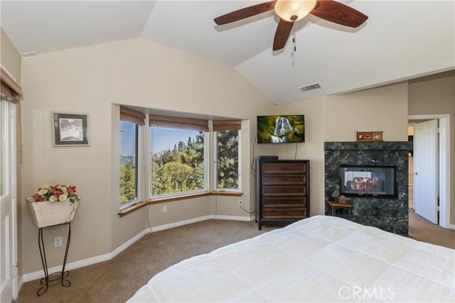 283 Fairway Drive, Lake Arrowhead CA: http://media.crmls.org/medias/e9e09430-bfae-480d-88ea-1aa349397aa8.jpg