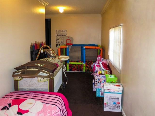 11215 11219 State Street, Lynwood CA: http://media.crmls.org/medias/e9fff815-1b8a-4bf2-85f8-9f9722466b55.jpg
