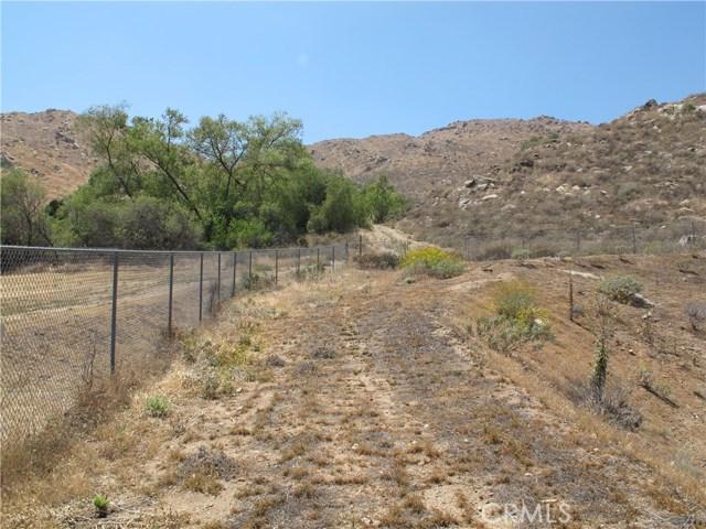 11275 Eagle Rock Road, Moreno Valley CA: http://media.crmls.org/medias/ea10f9cd-7516-447d-9d4d-912e3720cdc8.jpg
