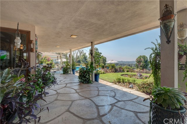 1440 Vista Del Valle Way, La Habra Heights CA: http://media.crmls.org/medias/ea33dcf6-3675-4136-be93-5f8b9d90ec8c.jpg