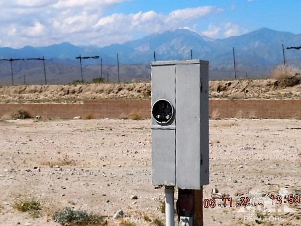 11339 Bald Eagle Lane, Desert Hot Springs CA: http://media.crmls.org/medias/ea51afaa-b5a1-4462-9fa6-e5b94a9f86f5.jpg