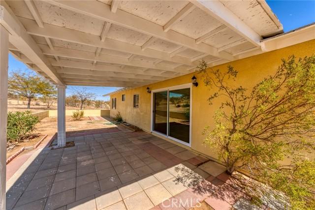 230 Delgada Avenue, Yucca Valley CA: http://media.crmls.org/medias/ea5dec42-648b-4851-b81a-a31b93fc22b3.jpg