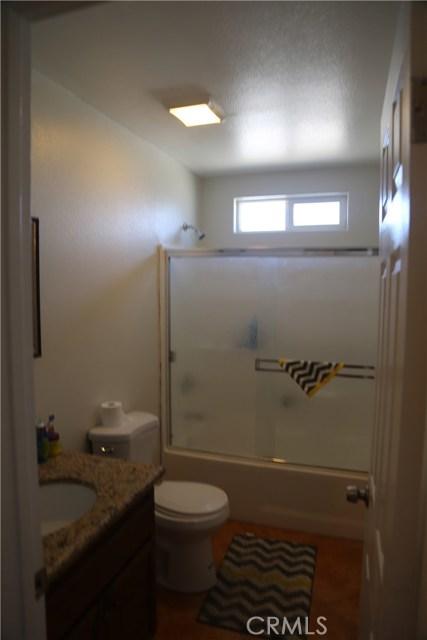 14794 Columbine Street, Victorville CA: http://media.crmls.org/medias/ea660315-67bc-441b-903f-8c47e67e06ef.jpg