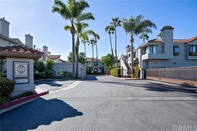 4852 Tiara Drive, Huntington Beach CA: http://media.crmls.org/medias/ea6e516e-3d30-4da5-84bf-fa7da8daeaa9.jpg