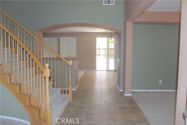 11801 Jamaica Street, Victorville CA: http://media.crmls.org/medias/ea742e27-15ce-419e-ba00-7a62f6f93468.jpg