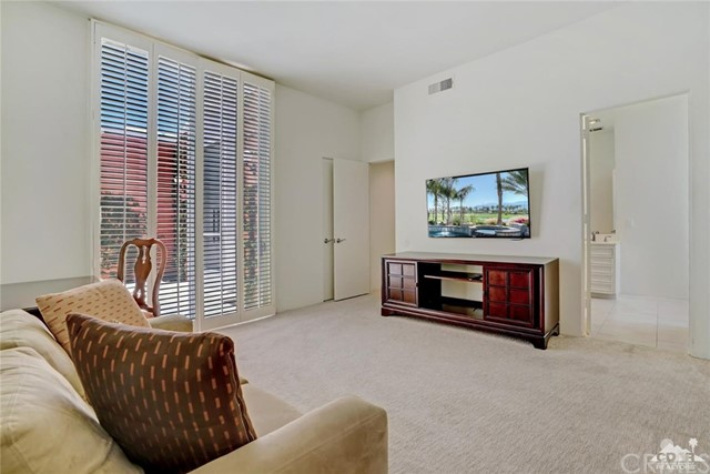 47043 Arcadia Lane, Palm Desert CA: http://media.crmls.org/medias/ea94e766-9690-43c8-8090-ca45af81497c.jpg