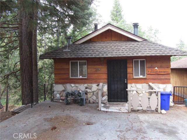Maison unifamiliale pour l Vente à 2384 Spruce Drive 2384 Spruce Drive Arrowbear Lake, Californie 92382 États-Unis