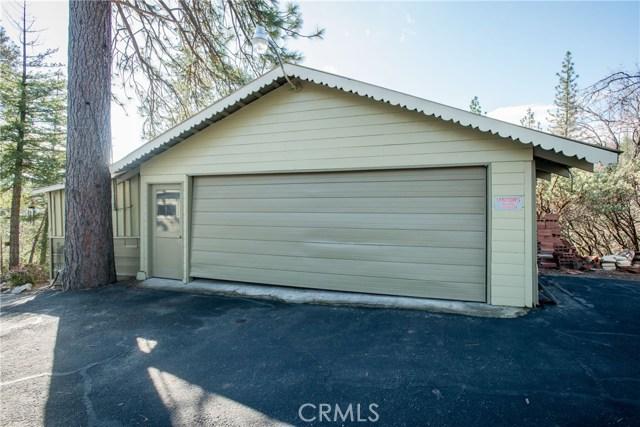 40370 Road 222, Bass Lake CA: http://media.crmls.org/medias/eaa800a3-ebcd-4ff7-81cc-302947754965.jpg