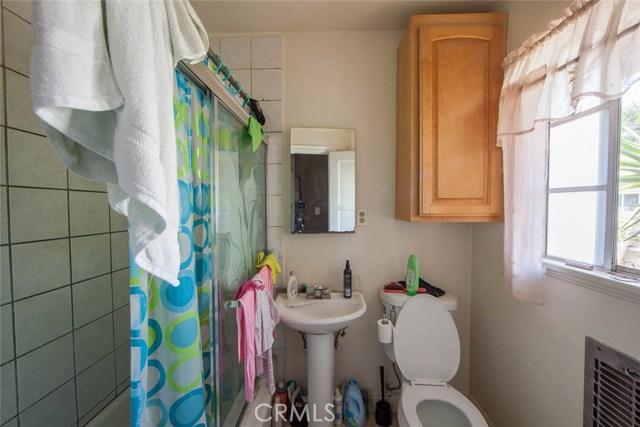 1447 E Eleanor Street, Long Beach CA: http://media.crmls.org/medias/eac61aca-4cf0-4234-88d8-26f2137e615e.jpg