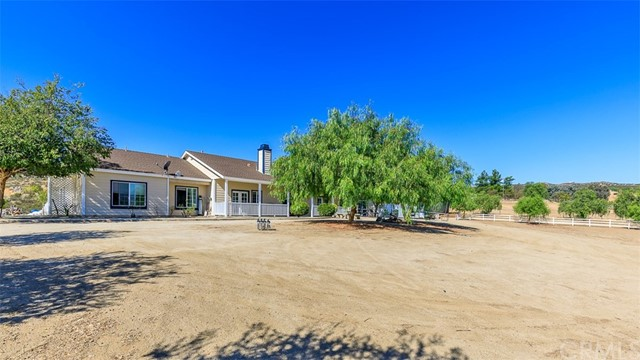 40515 DENISE ROAD, TEMECULA, CA 92592  Photo 4